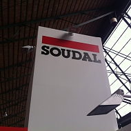 Ontwerp: Standbeeld - Project: Soudal - bestickering stand